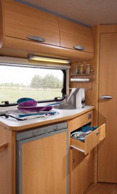Essai camping car adriatik coral sport 573 ds for Cuisine ds