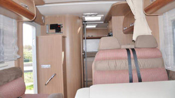 camping-car adriatik 680 SP interieur 2